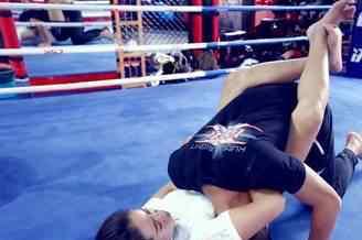 断头台锁技 UFC擂台中的超强锁技 功夫是深是浅一锁住知道